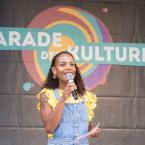 """Sie hat uns den ganzen Tag auf der Römerbühne begleitet. Aisha war selbst Teilnehmerin bei der letzten Parade, mit der ehrenamtlichen Gruppe """"Borderless Global Fashion Market"""". Danke für die tolle Moderation! Foto: David Wedmann / FJR"""