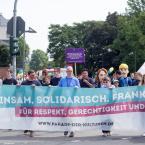 Die Parade wurde u.a. von Vorstandsmitgliedern des Frankfurter Jugendrings und verschiedenen Verbänden angeführt. Foto: David Wedmann / FJR